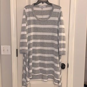 Fever Gray and White Striped Sweater Tunic Sz 1x